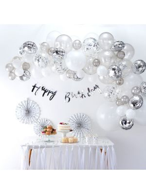 Upea valkoinen-hopeanvärinen ilmapalloköynnös, yhteensä 70 kpl ilmapalloa.