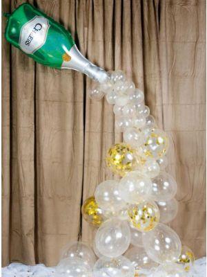 Kuppliva ilmapallokaari samppanjapullolla.