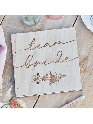 Puinen polttari-vieraskirja, Team Bride.
