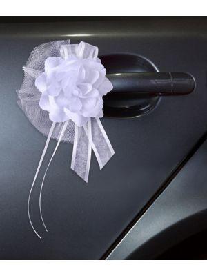 Valkoiset silkkiruusut, 4 kpl. Hääauton koristeluun.