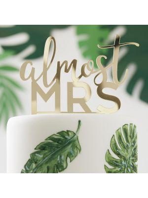 "Kultainen kakkukoriste ""almost MRS""."