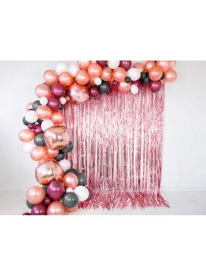 Metallinhohtoinen ruusukullanvärinen taustaverho. Koko 90 x 250 cm.