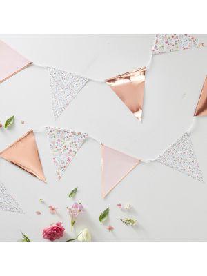 Kaunis vaaleanpunainen sekä ruuskullan värinen lippuviiri jossa ihania kukkakuvioita, 3,5 m, 27 kpl lippua.