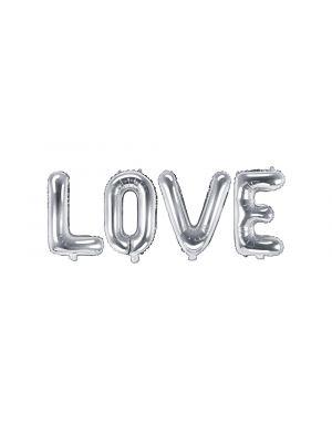 """Hopeiset foliopallokirjaimet """"LOVE""""."""