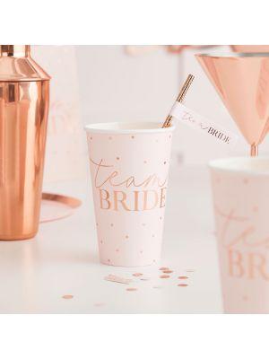 """Isot vaaleanpunaiset pahvimukit ruusukultaisilla pilkuilla ja tekstillä """"Team Bride"""", 8 kpl."""