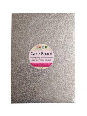 Suorakulmainen hopeinen kimalteleva kakkualusta.