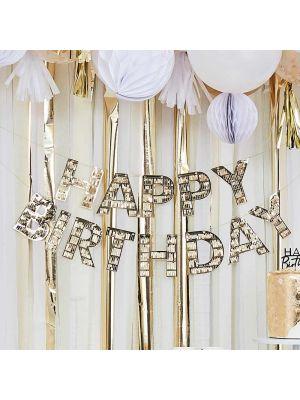 """""""Happy Birthday"""" -banneri kultaisilla hapsuilla."""