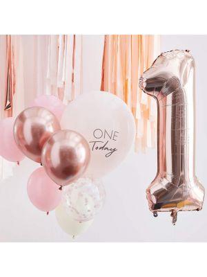 Ilmapallokimppu 1-v synttäreille, vaaleanpunaiset ja ruusukultaiset ilmapallot.