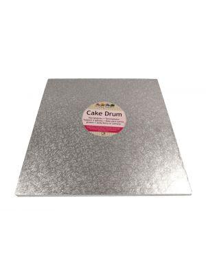 Neliönmuotoinen kimalteleva hopeinen kakkualusta.