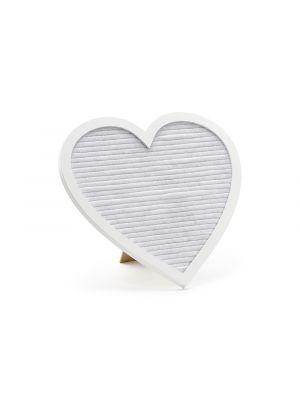 Valkoinen sydämenmuotoinen kirjaintaulu kultaisilla kirjaimilla.