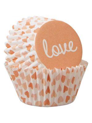 Wiltonin mini-muffinivuoat sydämillä ja love-tekstillä.