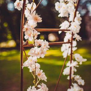 Vaaleanpunainen kirsikka-kukkaköynnös silkkikukilla, 1.8 m.