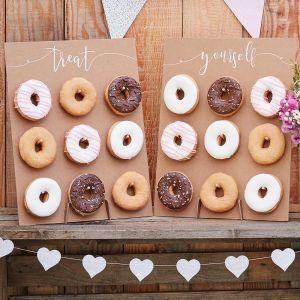 Rustiikkiset donitsiseinät tekstillä