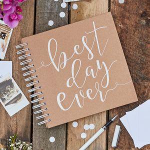 Best Day Ever vieraskirja joka sisältää 80 pientä kirjekuorta ja korttia.