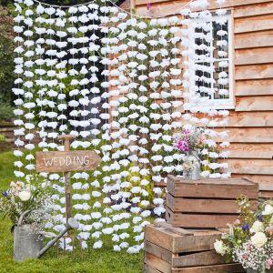 Taustaverho valkoiset kukat, 200 x 180 cm.