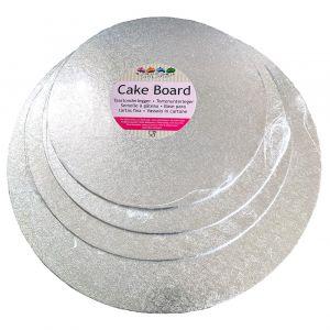 Näyttävä hopeinen kakkualusta.