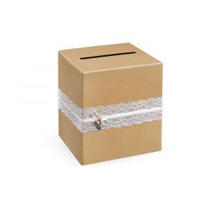 Pahvinen laatikko korteille tai lahjarahoille, jossa on pitsikoriste.