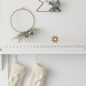 Puinen joulukalenteri - Kultainen tähti.