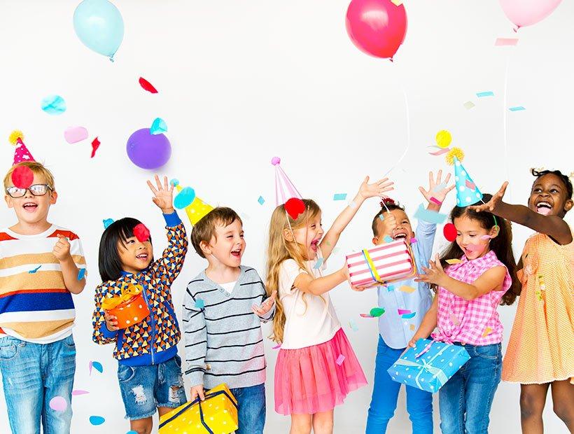 16 parasta synttärileikkiä pienille lapsille (mistä lapset todella innostuvat)